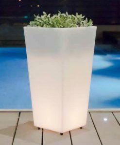 Macetero trapezoidal con luz 58 cm altura MELISA